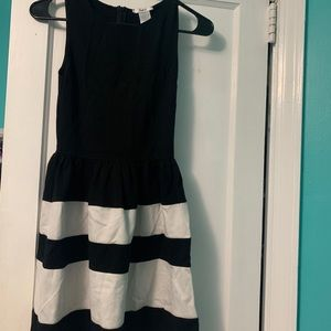 Black and White Bar 3 petite dress